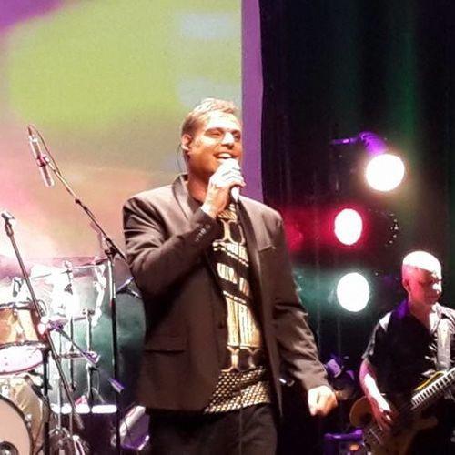 מומי לוי בהופעה